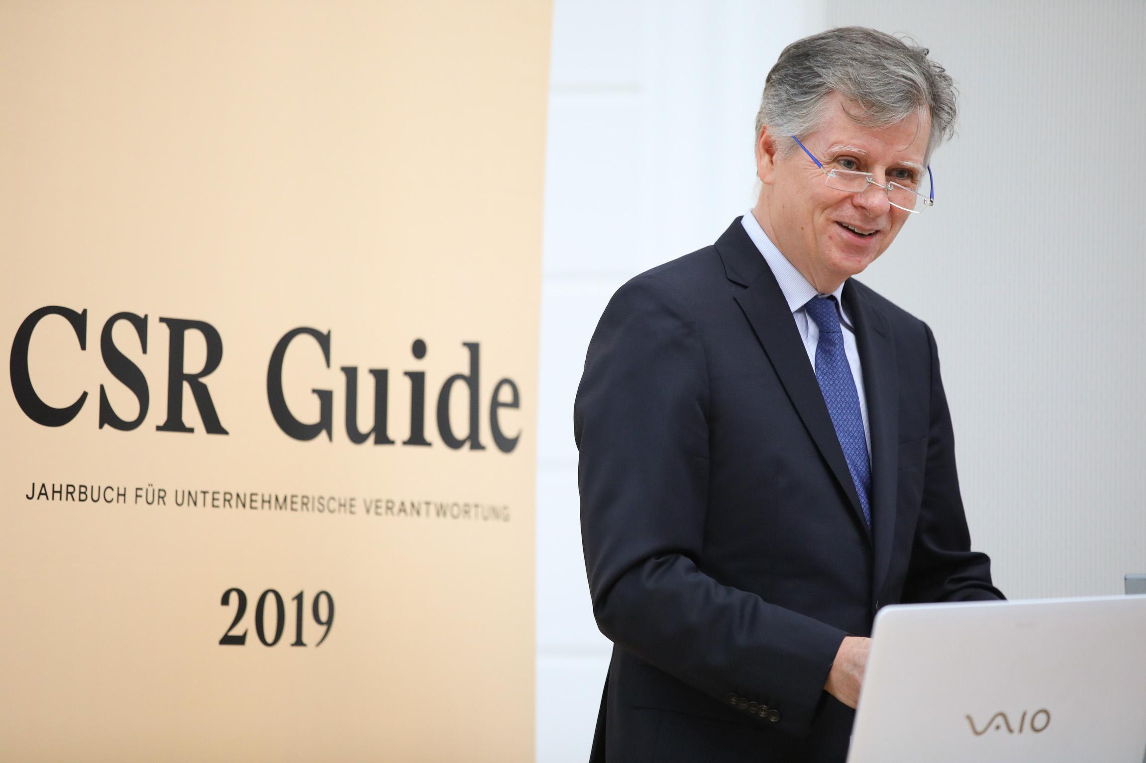 CSR GUIDE 2019: M. Fembek bei der Präsentation der zehnten Ausgabe