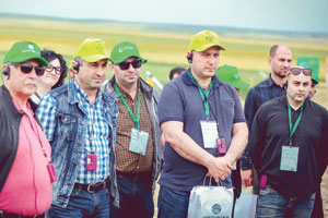 Feldtag in Georgien: Die Landwirte werden in Vorteile und Umgang mit zertifiziertem Saatgut eingeführt.