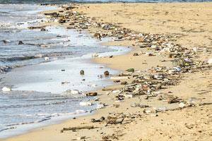 Auch Plastikmüll aus reichen Ländern landet in den Weltmeeren. Ein neues Abkommen soll nun dagegen vorgehen.