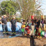 Mosambik: Internationale Helfer installieren ein Wasserreinigungssystem