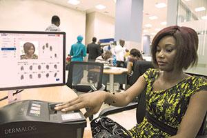 Zur Betrugsbekämpfung setzen Nigerias Banken auf biometrische Daten.