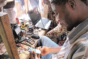 Hauptsache Connected: Handyreparatur in Liberia