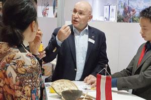 Biomega-Gründer Martin Späth auf der Foodex-Messe in Tokio