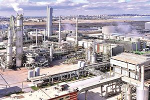 Ein Lieferant von zertifizierten Emissionsminderungseinheiten für Österreich war der Düngemittelproduzent Abu Qir in Alexandria, Ägypten. Dank des Einbaus stickstoffdioxidreduzierender Katalysatoren generierte er über sieben Jahre je eine Million Einheiten.
