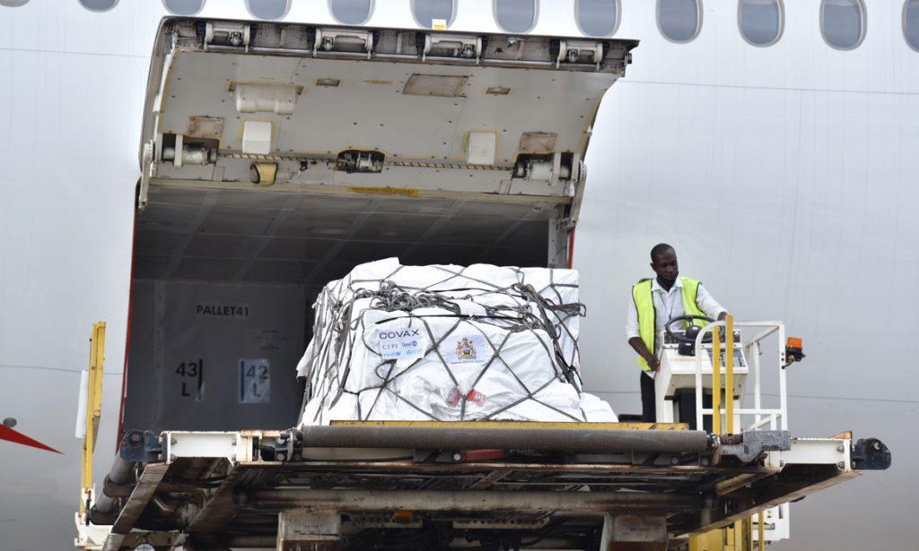 Die erste Covax-Lieferung erreicht Malawi.